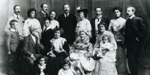 "The extended Doyle family. ACD is in the back, Louise is seated to his right, next to ""Mam."""